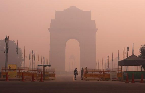 Khói sương mù độc hại bao trùm New Delhi. Ảnh: REUTERS