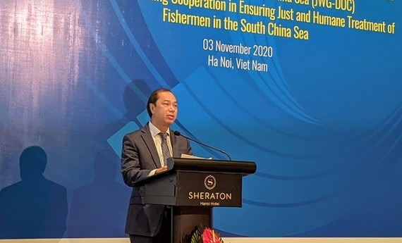 Thứ trưởng Ngoại giao Nguyễn Quốc Dũng phát biểu tại hội thảo. Nguồn: DANGCONGSAN.VN