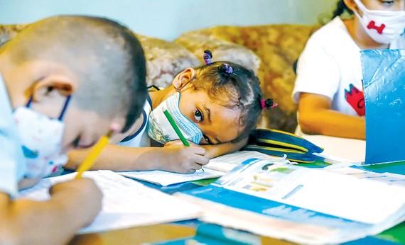 Trẻ em tham gia lớp học ở khu phố Petare, thủ đô Caracas, Venezuela. Ảnh: UNICEF