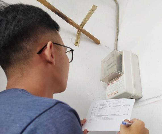 Nhiều người thuê trọ vẫn đang bị tính giá tiền điện cao  so với quy định