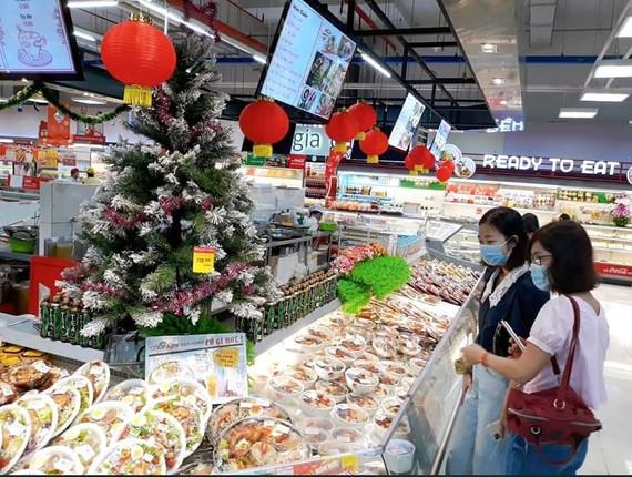 Siêu thị giảm giá mạnh các sản phẩm thiết yếu dịp 12-12