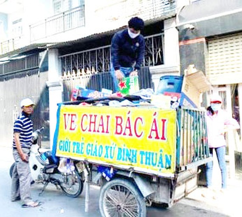 Chiếc xe ve chai bác ái của giới trẻ Giáo xứ Bình Thuận