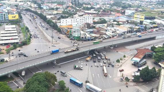 Nút giao ngã tư Vũng Tàu giữa quốc lộ 1 với quốc lộ 51  thường xuyên ùn tắc. Ảnh: VĂN PHONG