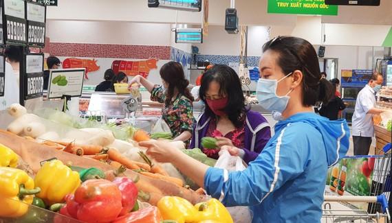 Hàng Tết giảm giá sớm tại siêu thị Co.opmart