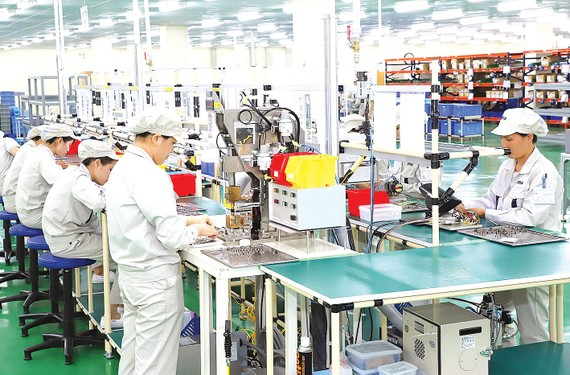 Dây chuyền sản xuất của Công ty TNHH Origin Manufactures Việt Nam  (vốn đầu tư của Nhật Bản) ở KCN Đồng Văn II tỉnh Hà Nam. Ảnh: QUANG PHÚC