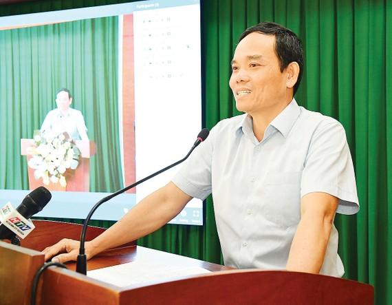 Phó Bí thư Thường trực Thành ủy TPHCM  Trần Lưu Quang phát biểu tại hội nghị. Ảnh: VIỆT DŨNG