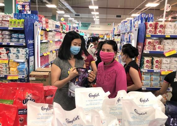 Hàng hóa mỹ phẩm giảm giá mạnh tại Co.opmart