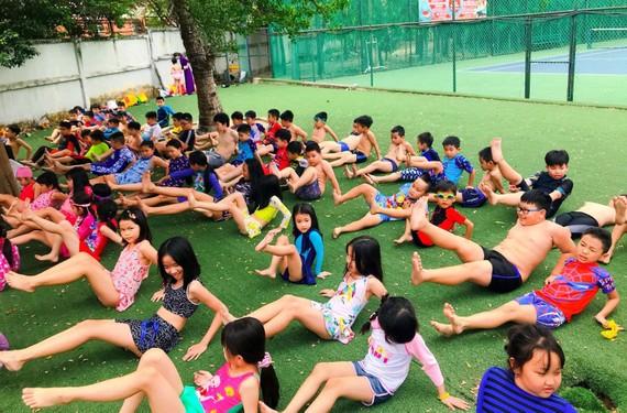 Các hoạt động vận động thể lực sẽ giúp trẻ em không bị thừa cân, béo phì