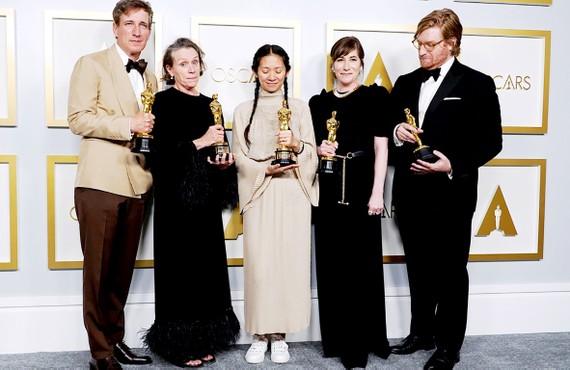 Đoàn phim Nomadland với 3 chiến thắng các hạng mục quan trọng  tại Oscar 2021. Ảnh: REUTERS
