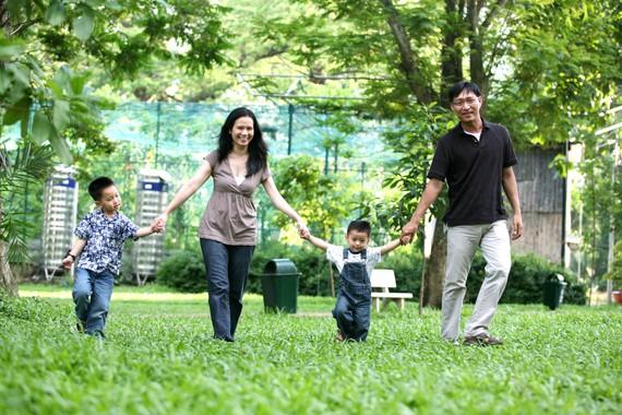 Gần gũi và chia sẻ cùng con trên bước đường trưởng thành Ảnh: QUÂN NAM