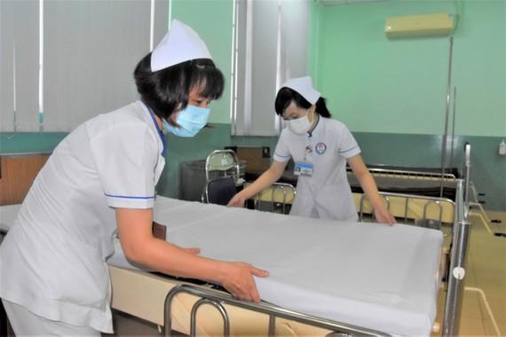Sắp xếp lại giường bệnh tại Bệnh viện Phạm Ngọc Thạch  để tiếp nhận và điều trị bệnh nhân mắc Covid-19