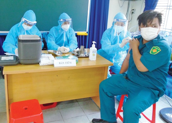 Tiêm vaccine Covid-19 cho đối tượng  ưu tiên ở quận 8 vào ngày 22-6