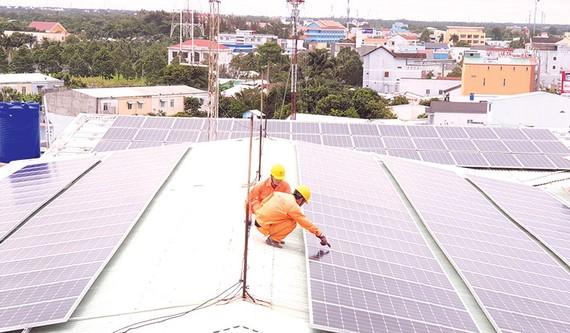 Kiểm tra điện mặt trời tại Vĩnh Long