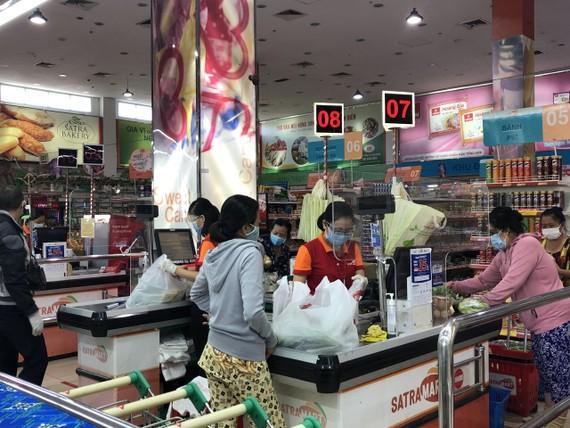 Khách mua sắm tại Satramart Siêu thị Phạm Hùng