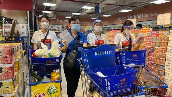 Thành đoàn TPHCM đã triển khai 22 đội hình đi chợ giúp dân đến tận phường, xã, khu phố