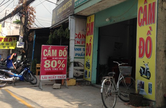 Một tiệm cầm cà vẹt xe lên đến 80% giá trị xe tại quận 2. Ảnh: THỤC HÂN