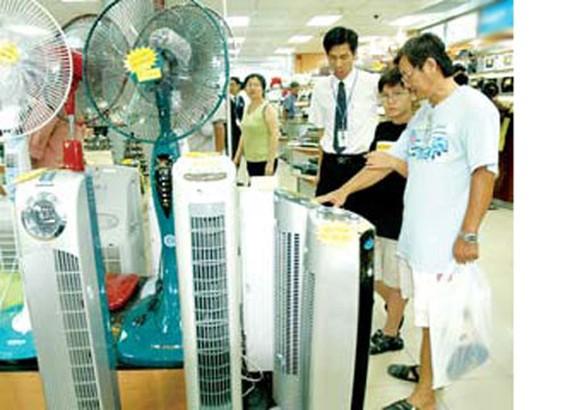 Thời tiết nắng nóng, nhu cầu sử dụng điện tăng cao. Ảnh minh họa
