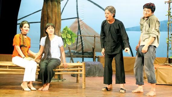 Một cảnh trong vở  Sông dài của sân khấu kịch Hoàng Thái Thanh