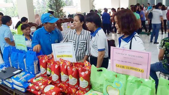 Công ty Kim Sáng đưa gạo sạch, giá rẻ hơn thị trường đến tay công nhân