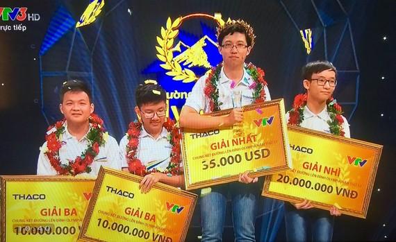Cậu bé Google đã xuất sắc giành 300 điểm và trở thành người chiến thắng của cuộc thi chung kết năm Đường lên đỉnh Olympia năm thứ 17