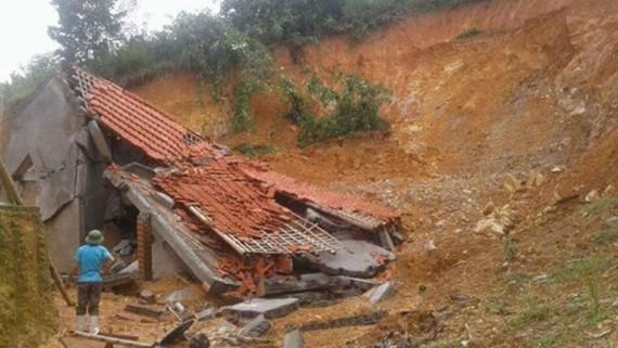 Một nhà dân trên địa bàn xã Tân Thành, huyện Thường Xuân bị đổ sập