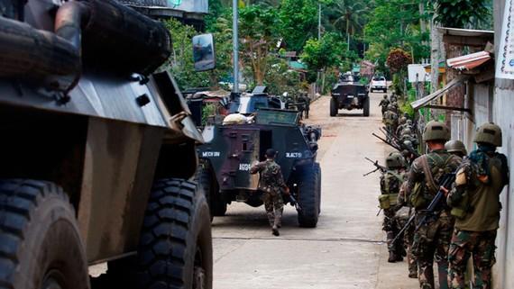 Đại tá Romeo Brawner cho biết đã giải cứu tất cả con tin bị phiến quân bắt giữ tại Marawi. Ảnh: AP