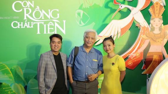 """Anh Hùng Võ (thứ Nhất bên trái) - Giám đốc dự án phim hoạt hình """"Con Rồng Cháu Tiên"""""""
