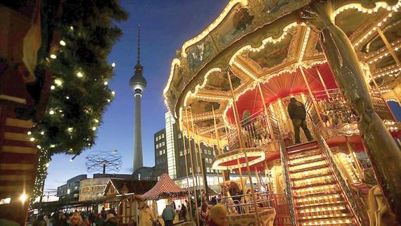 Chợ Alexanderplatz rực rỡ sắc màu Giáng sinh