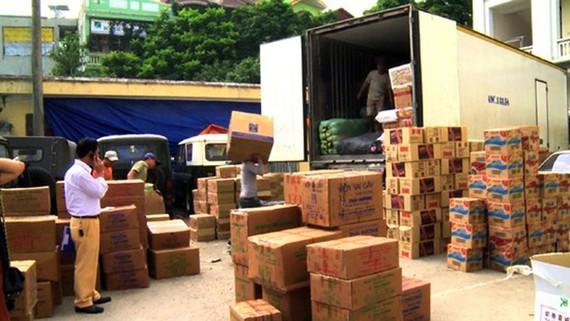 Bắt xe tải chở gần 1 tấn hàng hóa không rõ nguồn gốc