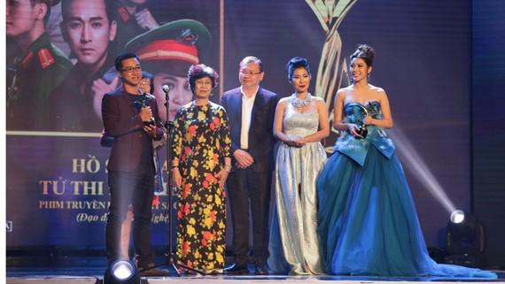 """Series phim nghìn tập Hồ sơ lửa """"càn quét"""" giải thưởng Ngôi Sao Xanh 2017"""
