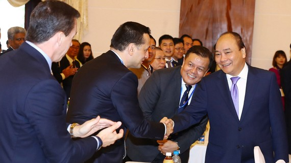 Thủ tướng Nguyễn Xuân Phúc và các đại biểu tham dự hội nghị