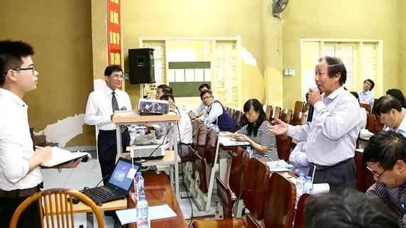 Sinh viên Trường ĐH Khoa học tự nhiên - ĐH Quốc gia Hà Nội bảo vệ đề tài nghiên cứu khoa học
