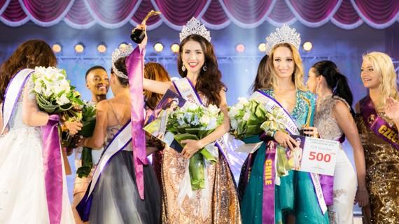 Phan Thị Mơ đăng quang Hoa hậu Đại sứ Du lịch Thế giới 2018