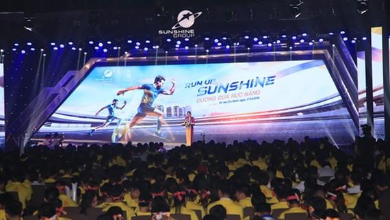"""Sự kiện Kick off """"Run Up The Sunshine – Đường đua rực nắng"""" thu hút hàng nghìn sales đến từ các nhà phân phối nổi tiếng, các đại lý uy tín"""