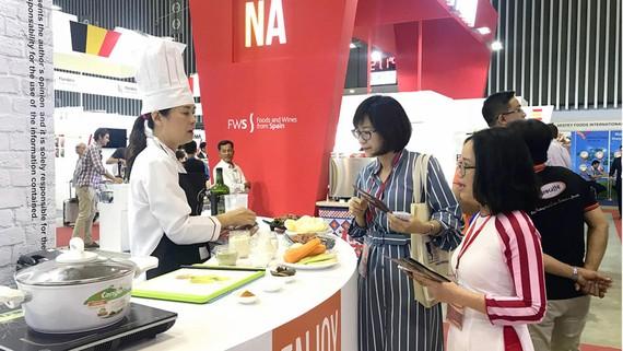 Nhiều sản phẩm nước ngoài lần đầu xuất hiện tại hội chợ thực phẩm