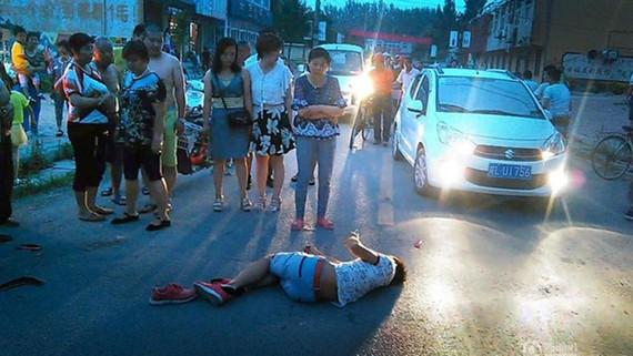 Nhiều người đi đường không sẵn lòng ra tay hỗ trợ đưa nạn nhân tai nạn giao thông đi cấp cứu vì sợ làm ơn mắc oán. Ảnh minh họa