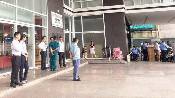 Đại điện một số doanh nghiệp dệt may Việt chờ gặp lãnh đạo Tập đoàn Central Group Việt Nam,  tại trụ sở của tập đoàn này ở TPHCM chiều 3-7