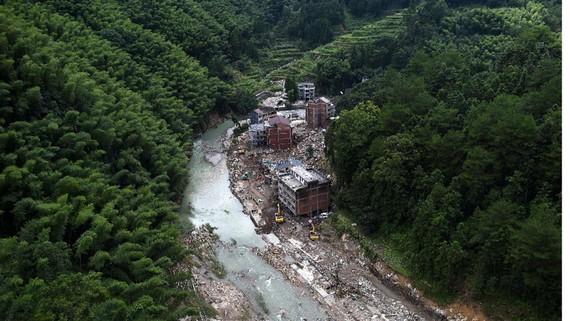 Một điểm sạt lở đất tại một thị trấn phía Đông tỉnh Chiết Giang hôm 11-8. Ảnh: THX