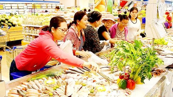 Hàng Việt chiếm tỷ lệ cao trong cơ cấu hàng hóa tại siêu thị Co.opmart Sóc Trăng