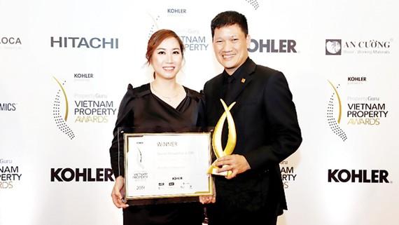 """Theo đuổi triết lý kinh doanh """"Phát triển bền vững"""" phải bắt đầu từ """"phát triển có trách nhiệm"""", Nhà phát triển Công trình xanh Phuc Khang Corporation được vinh danh tại hạng mục Special Recognition in CSR"""