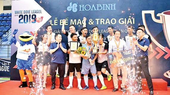 Đội Liên quân Tiến Phát - M8 giành Cup vô địch White Dove League toàn quốc 2019