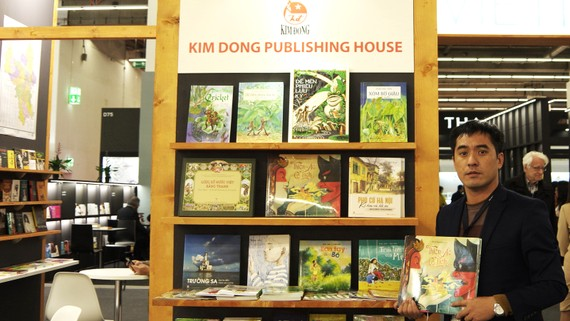 Nhà văn Văn Thành Lê tại Hội chợ sách Frankfurt 2019