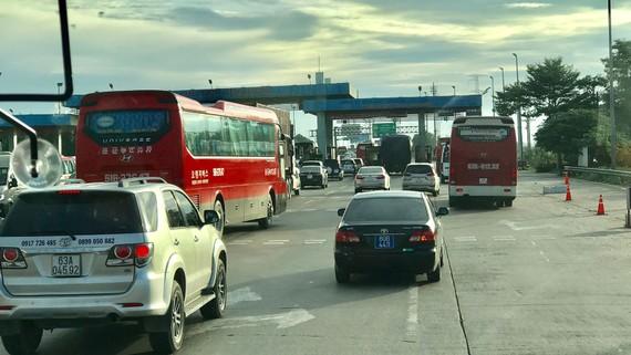 Các trạm thu phí hiện nay đều đã có làn thu phí không dừng nhưng chỉ có các trạm trên tuyến QL1  mới kết nối liên thông, các trạm trên cao tốc chưa kết nối