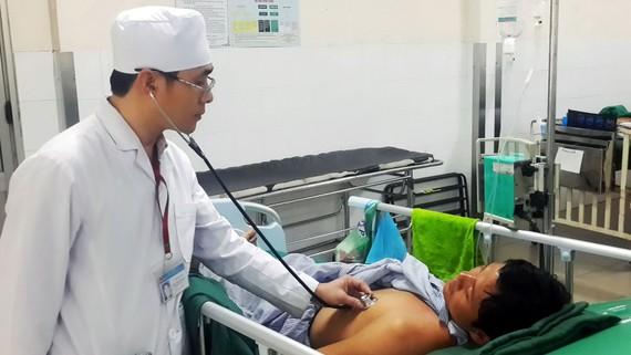 Thăm khám bệnh ở Bệnh viện Đa khoa Thống Nhất. Ảnh: TIẾN MINH