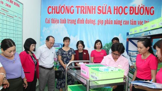 TPHCM giám sát chặt công tác cung ứng sữa cho trường học