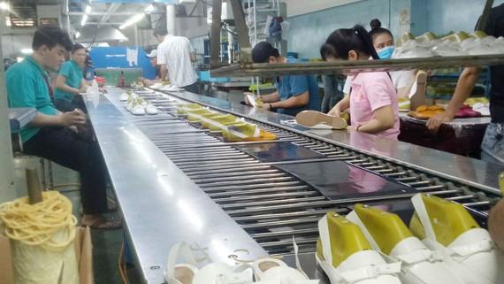 Dây chuyền sản xuất giày  tại một doanh nghiệp Việt Nam