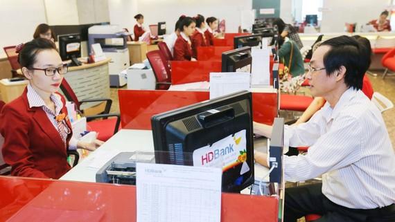 Nhiều ngân hàng tập trung vốn cho sản xuất kinh doanh dịp cuối năm nhằm đảm bảo chất lượng tín dụng. Ảnh: PHAN LÊ
