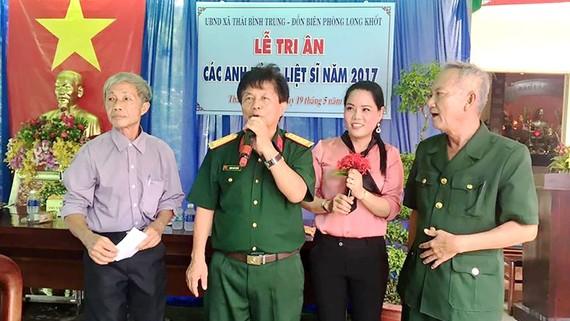 Các cựu chiến binh trong một lần về thăm di tích Long Khốt