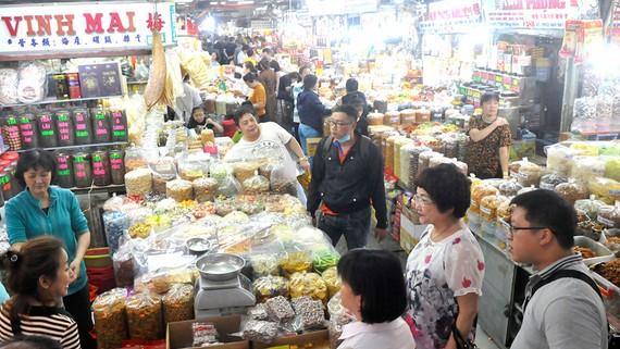 Hàng hóa dồi dào tại chợ An Đông (ảnh chụp ngày 25-12-2019). Ảnh: ĐỨC THIỆN