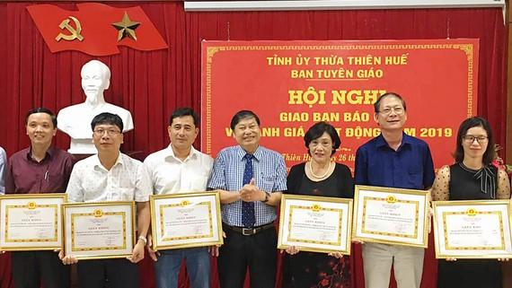 Tỉnh Thừa Thiên - Huế khen thưởng phóng viên báo chí